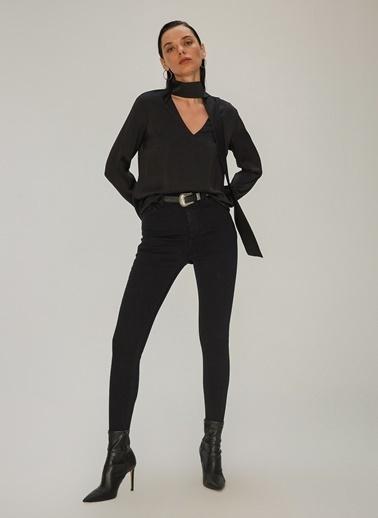 NGSTYLE NGSTYLE Yakası Fular Bağlamalı Kadın Bluz Siyah